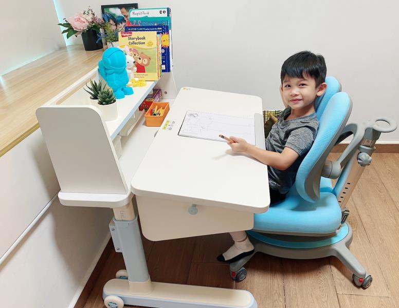 凱林評測報告:3歲用到18歲FreeMAX兒童成長學習桌椅